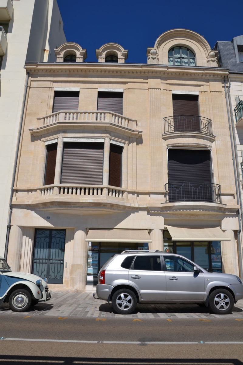 Restauration de fa ade en vend e r alisation enduit de fa ade enduit pierre vue nettoyage - Nettoyage des facades de maison ...